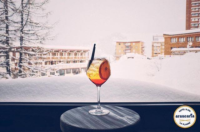Avec ce temps laissez-vous tenter par un cocktail au bar de l'Araucaria Hotel & Spa ! . With this weather let's taste a cocktail at the bar of the Araucaria Hotel & Spa!