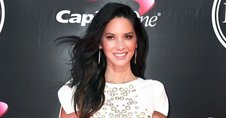 Olivia Munn worked effortlessly textured beach waves on the arm of Aaron Rodgers at the ESPYs 2016 in L.A. on Wednesday, July 13 — get the breakdown!