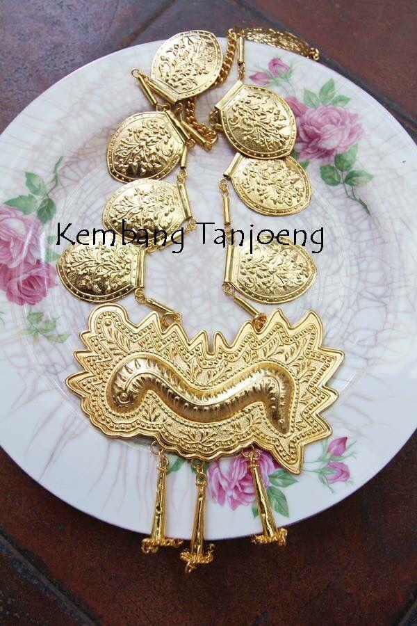 Indonesia Ethnic necklace. Pendant: Gajah Minong origin from West Sumatra.