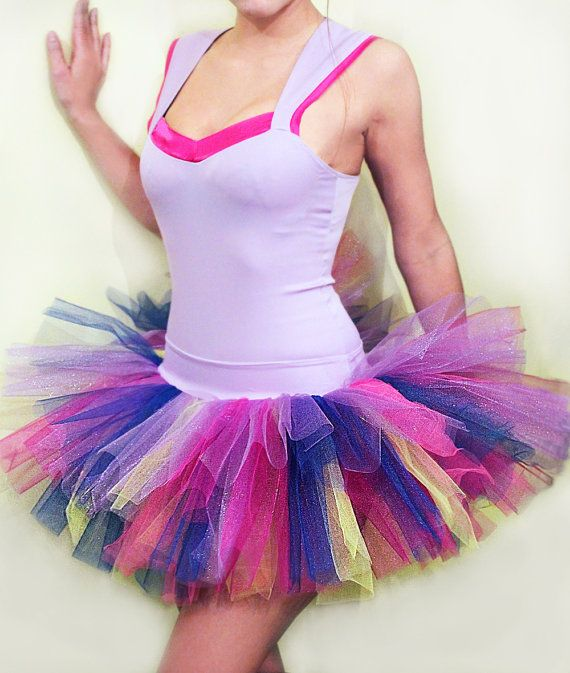 With leggings and a cute pair of neon sunglasses, super cute color run outfit! @Jenna Hendricks