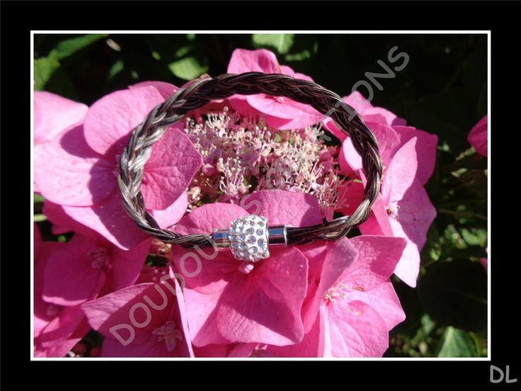 Bracelet en véritables crins de cheval, tressé à plat 5 brins, fermoir acier inoxydable magnétique à strass : Bracelet par doudoux-crins