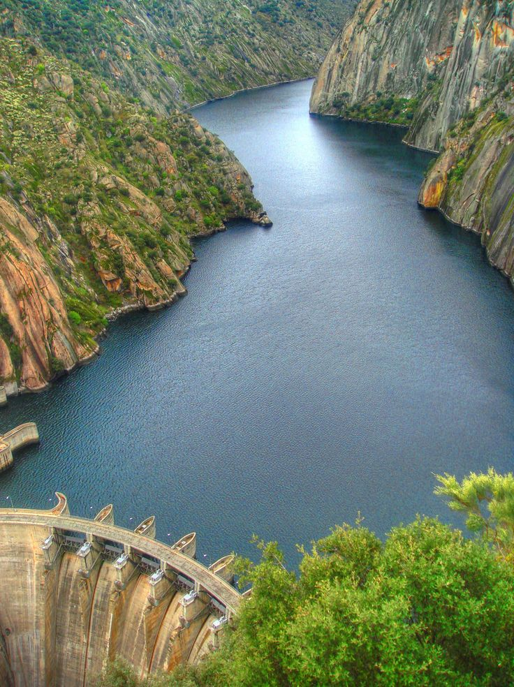 Presa de Aldeadavila - Aldeadavila dam - 140 m. (460 ft.) - Spain - Several scenes of Doctor Zhivago were filmed here - More info: http://en.wikipedia.org/wiki/Aldead%C3%A1vila_Dam