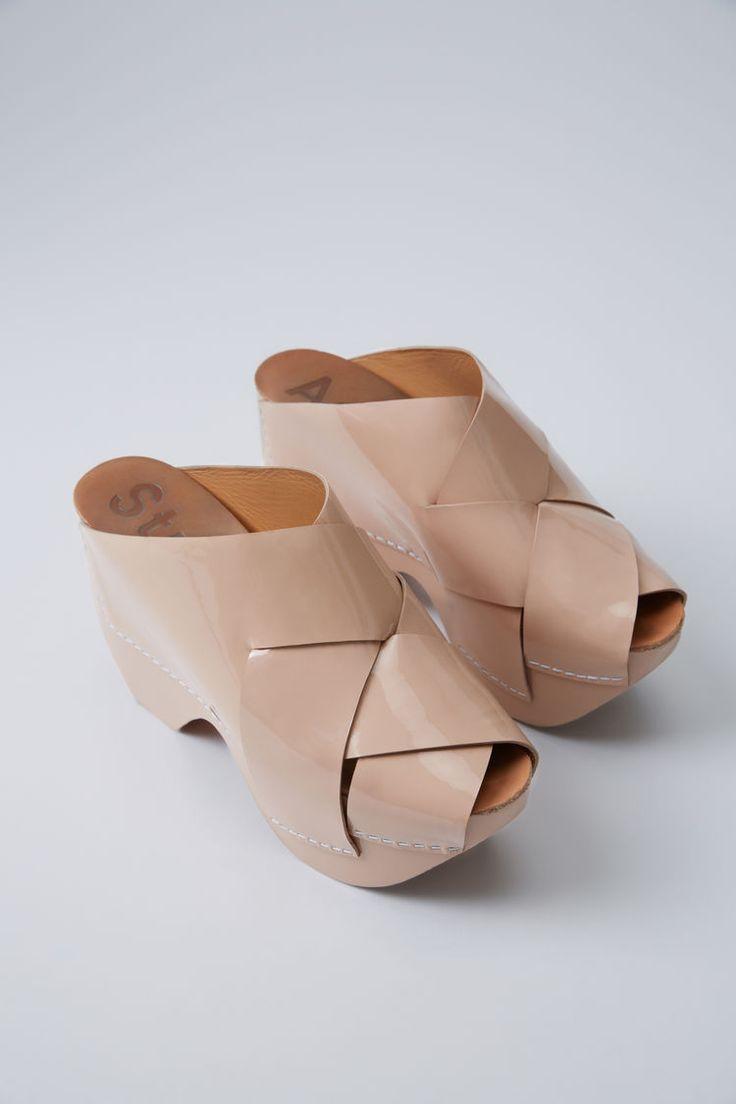 Acne Studios Callie Patent camel beige