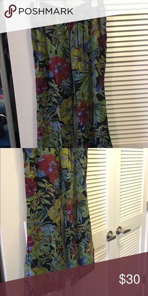 Billabong women's beach pants Great for the beach or laying around the house! Very soft and comfortable and in good condition. Billabong Pants