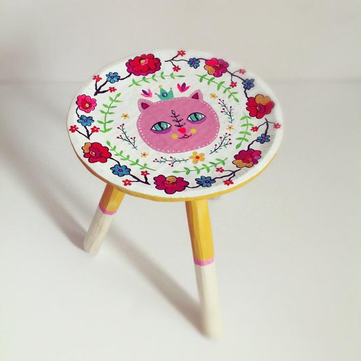 Kitty wooden stool - Heliana