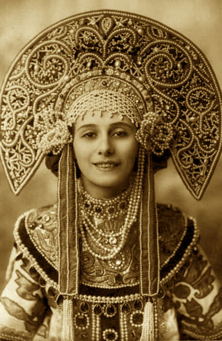 Anna Pavlova in costume for her Russian dance - 1910's