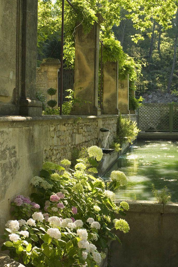 un jardin d'ombre à l'abbaye de pierredon