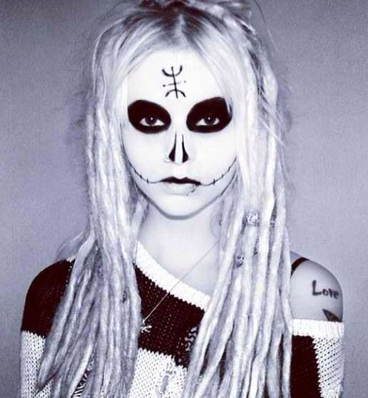 I wanna try this lords of Salem look for a photo shoot