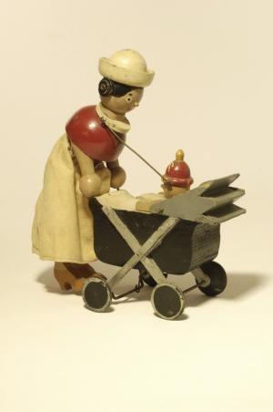 ¤ Ma Nounou Jouet d'artiste Jouet à traîner Création :   Garcin-Jo France, 1926 (vers) Matières et techniques :  bois peint laqué avec structure en fer ; jupe en tissu Mesures :  H. cm : 27 - L. cm : 21 - l. cm : 7,5