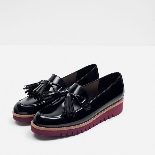 Zara Tasselled Loafers With Contrast Sole (70 CAD) ❤ liked on Polyvore featuring shoes, loafers, zara shoes, loafer shoes, loafers & moccasins, tassle loafers and zara loafers