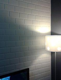 Tijolinho fake - faça você mesmo!  No post de hoje tem uma leitora ensinando a fazer uma textura de tijolinho fake. O resultado é muito legal e a sua parede agradece.