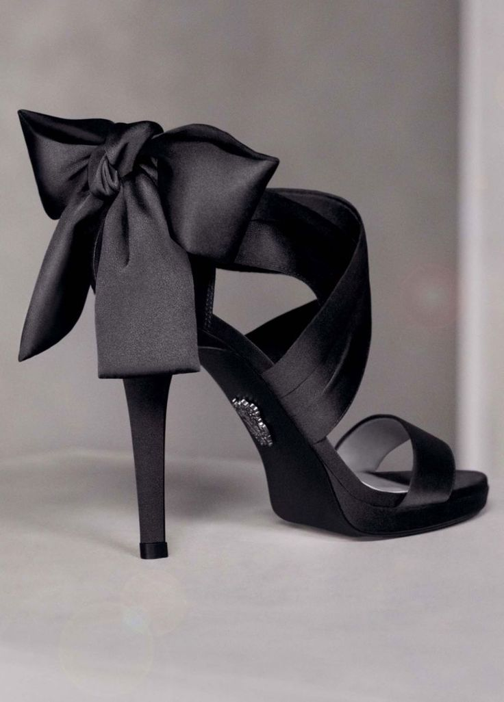 love: Verawang, Vera Wang, Bows Heels, Black Bows, Black Shoes, Bridesmaid Shoes, Black Heels, High Heels, Black Satin