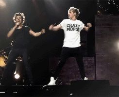 This gif of Niall and Harry is perfect [gif]<<<Perfection<3