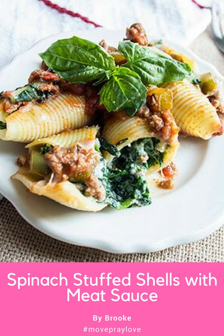 My Spinach Stuffed Shells with Meat Sauce include jumbo pasta shells filled with spinach and  ricotta cheese make this dinner unforgettable! #spinach #stuffedshells #meatsauce #pasta #movepraylove #skinnysuppers