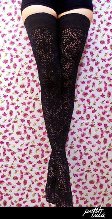 Medias 'Samara' de Petit Lulú #Colombia #Femenina #Outfit #Original #Trend #Closet #piernas #retro #moda #fashion #pantimedias #tights #reto #vintage #heart #love #boho #pantyhose #hosery #legs #piernas #medias #sensual #corazones #sexy #mujer #girly #floral #flowers