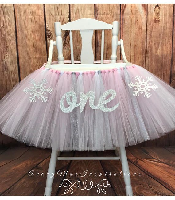 High Chair Tutu, Winter Onederland High Chair Banner, Highchair Tutu, Highchair Banner, Winter First Birthday High Chair Smash Cake Listing price is for a 36 Tray (which should cover standard high chair trays). Colors used: Light Pink, Shimmer Pink, Shimmer White, Glitter Silver.