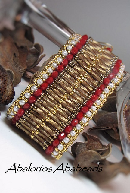 Catala bracelet by AbaBeads, via Flickr