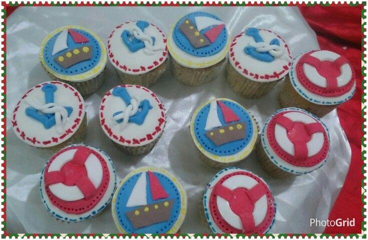 Torta y cupcakes cumpleaños tematica. Para el Marinerito Julian