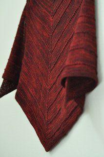 amo esta versão do padrão de tricô livre de Stephen West Boneyard Shawl por ...