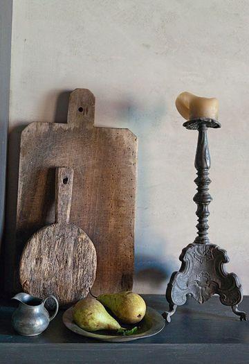 Collection de vieilles planches et vaisselle hollandaise en étain - Nouvelle scénographie pour une petite maison de ville - CôtéMaison.fr