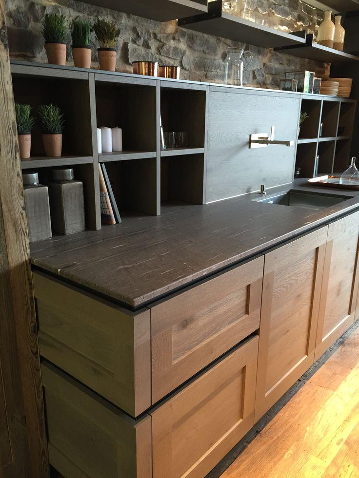 Steenstrips Achterwand Keuken : Houten greeploze keuken met greeplijsten die doorlopen de hoek om