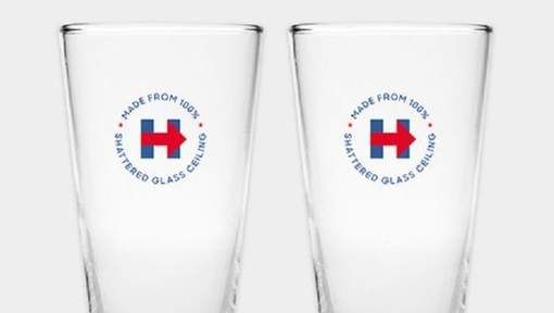 Steun Hillary met glazen uit '100% verbrijzeld glazen plafond'