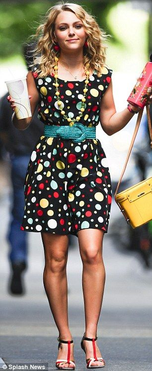 AnnaSophia Robb; in love with her hair, outfit and style!