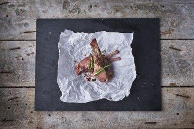 Sous Vide báránygerinc (French Rack) (kg) Rendelés: http://gourmetbox.hu/shop/sous-vide-husok/sous-vide-baranygerinc-french-rack/