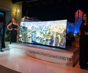 Samsung reveals a wild bendable TV prototype and its curved, 105-inch Ultra HD TV