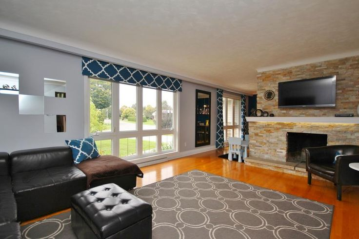 Large windows throughout the home let light in all day long. 2086 Killarney Drive. #Ottawa #ottawarealestate #GlabarPark