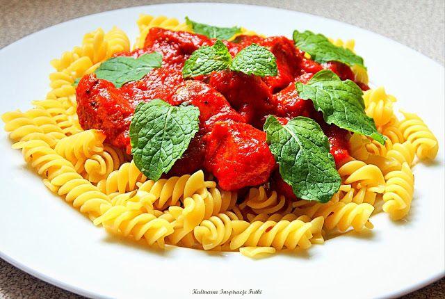 Kulinarne Inspiracje Futki: Pomidorowe curry z kurczakiem i miętą