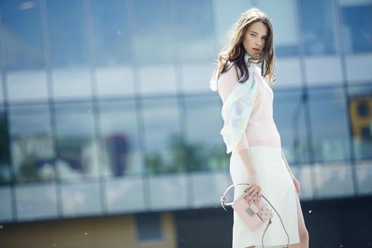 "10 свежих идей для летнего гардероба в lookbook TOPBRANDS ""Summer in the city"". На модели джемпер, сумка Red Valentino, юбка Jason Wu, платок Alexander Terekhov. #topbrands #style #fashion #redvalentino #jasonwu #alexanderterekhov"