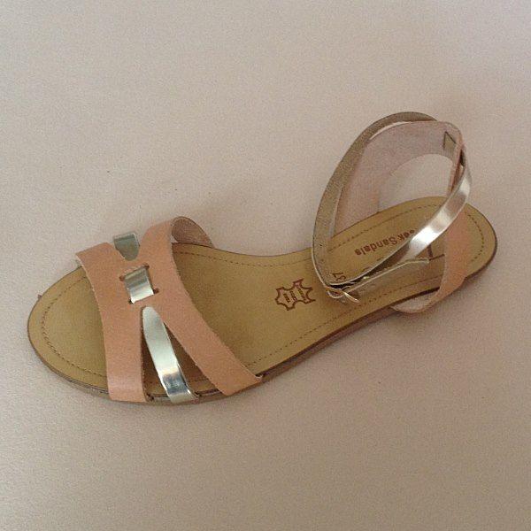 Greek Sandals (Δερμάτινα :: Πέδιλα, Σαγιονάρες, Παντόφλες) @ www.GreekShoes.Net > Κωδικός: 260.505 > Μεγέθη: Νο.35-Νο.41 (τιμή 30€) & Νο.42-Νο.45 (τιμή 40€) > Σόλα: Σφήνα ή Φλάτ | Λευκή ή Μπέζ > Χρώματα: Φυσικό-Χρυσό, Μαύρο-Χρυσό, Ταμπά-Χρυσό