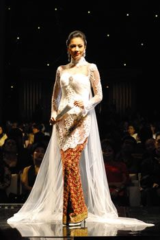 Anne Avantie #kebaya. She is an amazing designer.