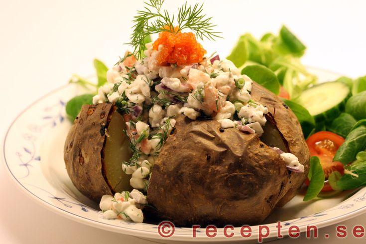 bakad potatis med räkor och kesoröra