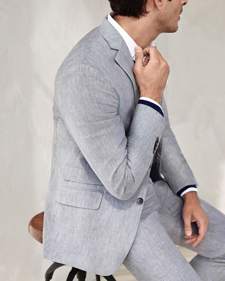 Suit up in quality with our timeless trim fitting linen blazer. This is the perfect suit to wear to a wedding or an occasion this season | Banana Republic