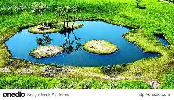 Yüzen Ada, Bingöl-Yüzen ada Bingöl'de yaşayan halk tarafından keşfedilmiştir. Söz konusu ada, şimdiye kadar görülmemiş bir tabiat olayına sahiptir. Bingöl-Solhan karayolunda 4.5 km uzaklıktadır.