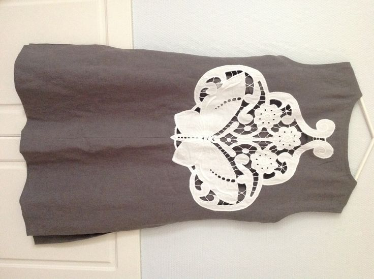 Uusin mekkoni valmistui 16.7.2014 minun ja Virpi Kankaanpään suunnittelema Virpin ompelema . Takana on Petterin isomukkan reikäkirjoma perhonen .tää on ihana