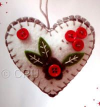 DoCrafts Mini Soft Christmas Kits - Heart.  Perfect for making your own Xmas Tree Decorations.