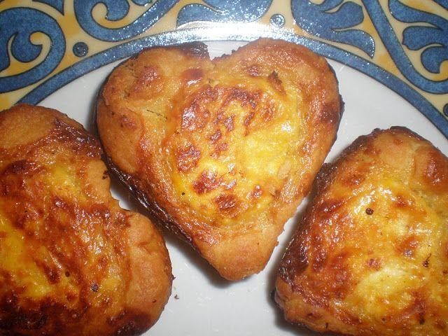 Τυροπιτάκια φόρμας. Εύκολα ,πεντανόστιμα και ιδανικα για σχολικό σνακ .Απλά τέλεια !!!!    Υλικά Για ζύμη  300ml γάλα ζεστό  300 γραμ. Βιτάμ πλάκα  2 φακελάκια μαγιά ξερή  1/2 κουτ.γλυκού αλάτι  2 αυγά  1 κιλά αλεύρι μύλοι Αγίου Γεωργίου    Υλικά για γέμιση  1 κούπα τσαγιού φέτα  2