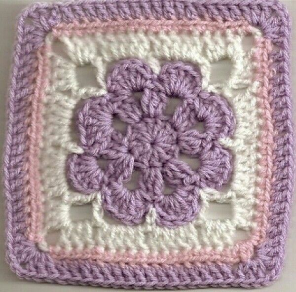 A wonderful, solid-coloured flower version of the 'Just Peachy Blossom' granny square