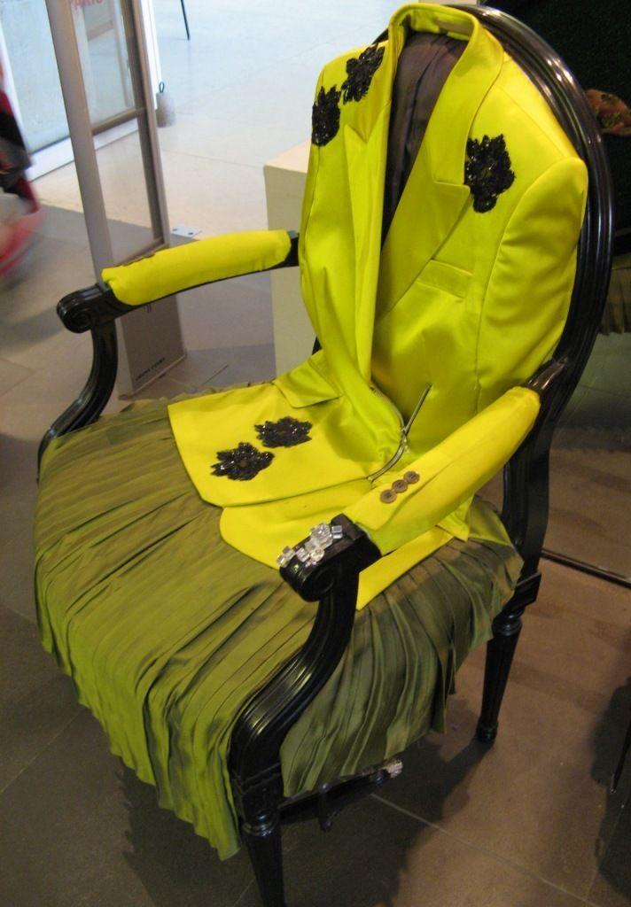 Boutique Musée Arts Deco - juin 2007 - fauteuil décoré par Irina Vollkonski - DRESS your CHAIRS !!