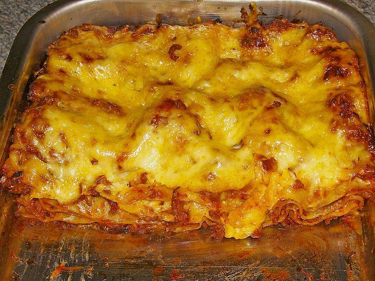 Zutaten    600 g  Hackfleisch vom Rind  2 EL  Zwiebel(n)  1 EL  Tomatenmark  500 ml  Tomatenpüree    Oregano    Salz und Pfeffe...