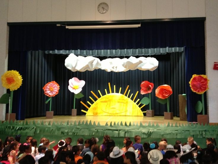 17 best ideas about kindergarten graduation on pinterest for Annual day stage decoration images