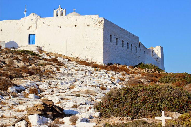 Sikinos, le monastère de Zoodochou Pigi.