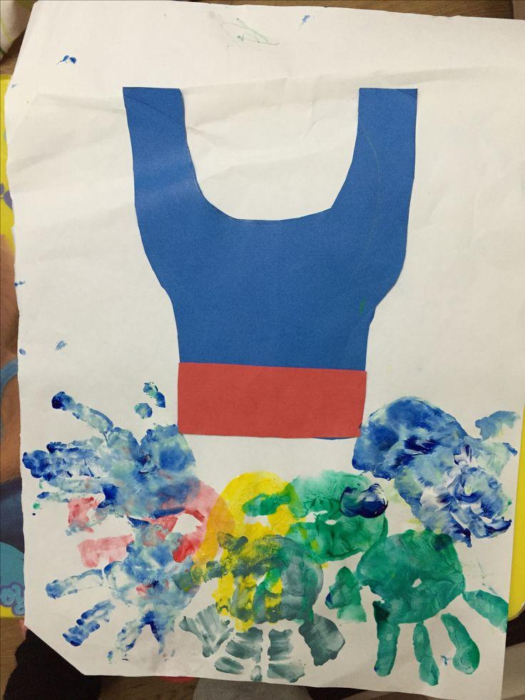 Balerin kıyafeti..ellerimizi kullanarak etek kısmını oluşturduk