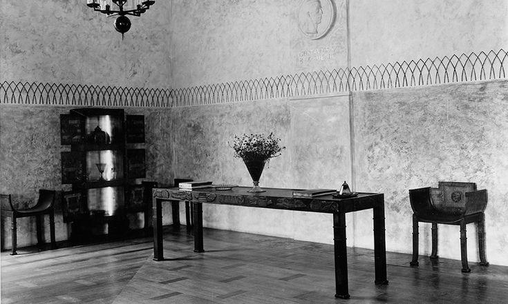 Inredningen i den svenska paviljongen i Paris 1925 väckte stor beundran. Den svenske arkitekten Carl Hörviks skåp vann utmärkelsen Grand Prix.