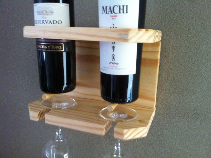 Suporte para 2 garrafas de vinho e 2 taças.  Peça feita de madeira pínus e barras de marfim.    Acompanha gabarito de furação e dispositivos para fixação.