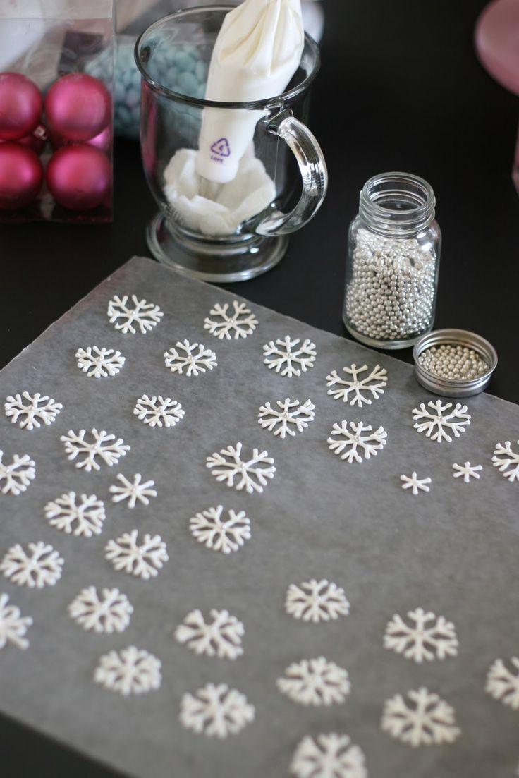 Glorious Treats: Snowflake Cupcakes