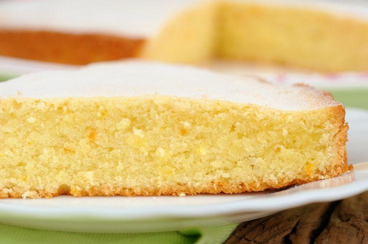 #Rezept von Oma: #Zitronenkuchen. Zutaten: 175g Mehl, 175g weiche Butter, 175g Zucker, 1 Vanillezucker, 1 Zitrone, 1/2 Päckchen Backpulver, 3 Eier. Butter und Zucker mit dem Mixer verrühren, restliche Zutaten zugeben. Eier trennen. Eiweiß schaumig schlagen, zum Schluss unter den Teig heben. Ofen vorheizen: Backzeit 15 Minuten bei 200 °C, die letzten 5 Minuten 180 °Crad.  Guß: 50g Butter, Puderzucker, Saft einer Zitrone. Das komplette Rezept findest du bei #Royalticket.